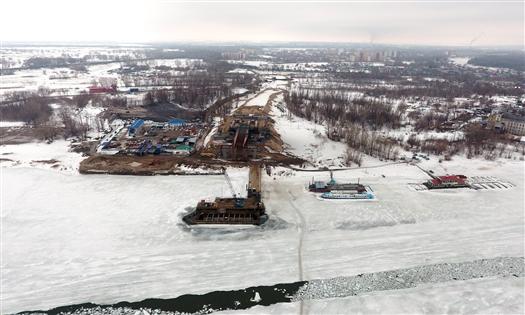 В апреле со дна Самарки планируют поднять баржу, мешающую строительству Фрунзенского моста
