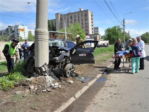 Госпитализирован водитель легковушки, врезавшейся в столб на ул. Фадеева в Самаре