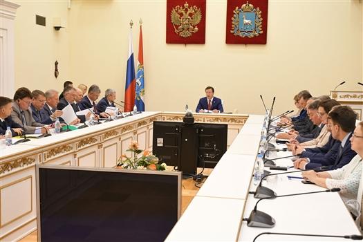Дмитрий Азаров провел заседание областного правительства