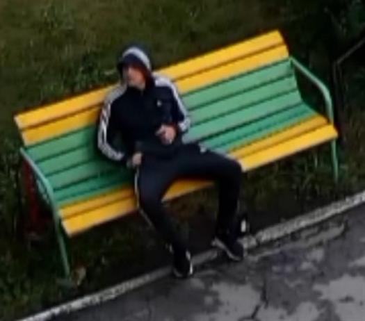 В Тольятти разыскивают парня, влезшего в чужую квартиру
