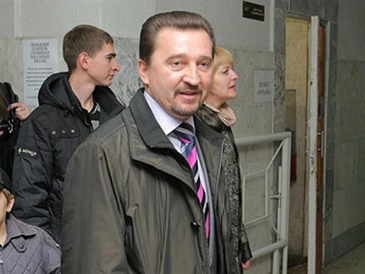 Валерий Синцов представил в облизбирком 278 подписей