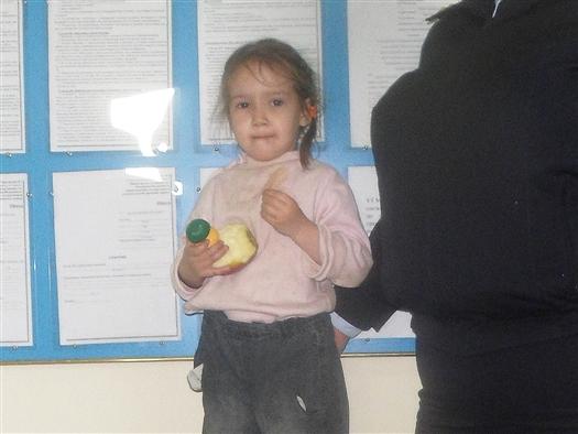 В среду, 24 апреля, около 9:30 на железнодорожных путях в Самаре были найдены маленькая девочка, называющая себя Агатой, и такса Настя