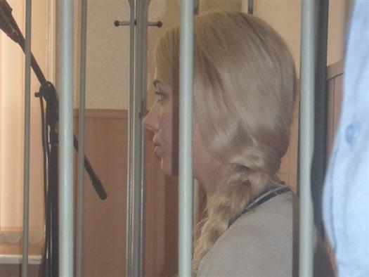 Представитель прокуратуры Сергей Фридинский поддержал ходатайство адвоката, посчитав, что законных оснований для содержания под стражей молодой женщины, имеющей на руках грудного ребенка, недостаточно