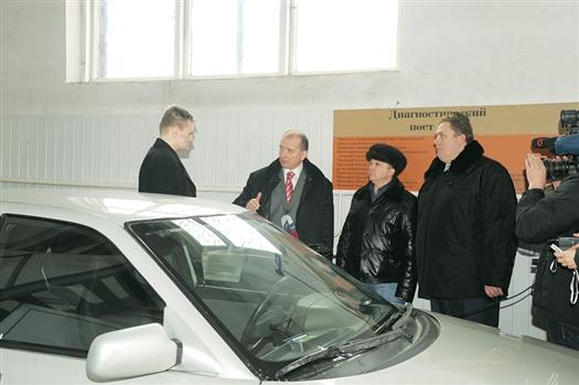 Губернатор Самарской области Владимир Артяков в пятницу, 24 февраля, лично проконтролировал ситуацию с прохождением самарскими водителями технического осмотра автомобилей