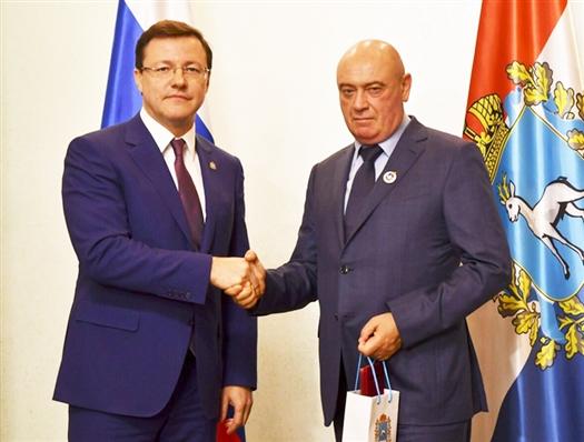 Замминистра строительства РФ Леонида Ставицкого наградили за труд во благо земли Самарской