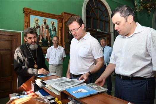 Дмитрий Азаров проводит рабочий день в Нефтегорском и Алексеевском районах