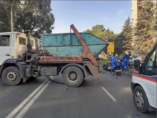 В ДТП с мусоровозом в Самаре погиб водитель легковушки