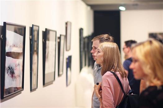 """В галерее """"Виктория"""" откроется выставка """"матери"""" самарского совриска Оксаны Стоговой"""
