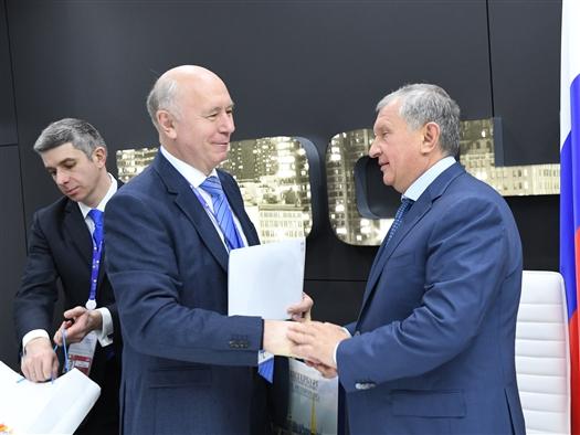 Николай Меркушкин и Игорь Сечин подписали соглашение о сотрудничестве