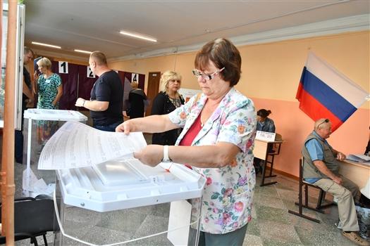 После обработки 42% протоколов Дмитрий Азаров набирает 76,5%