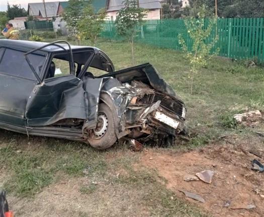 При опрокидывании машины в кювет в с. Шелехметь пострадали три человека