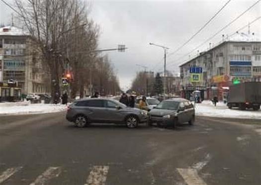 В Тольятти столкнулись две Lada, пострадала несовершеннолетняя