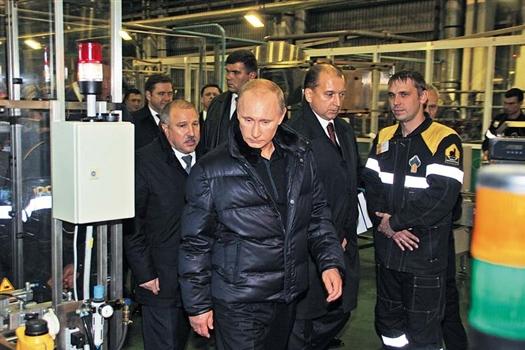 Премьер-министр РФ Владимир Путин считает, что для повышения эффективности работы нефтяной отрасли необходимо внедрение новых технологий.