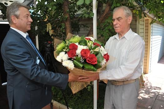 Николай Меркушкин поздравил с юбилеем почетного гражданина области Алексея Родионова