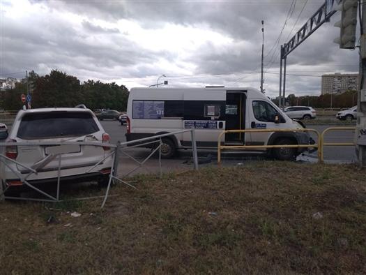 В Тольятти водитель Subaru врезался в автобус