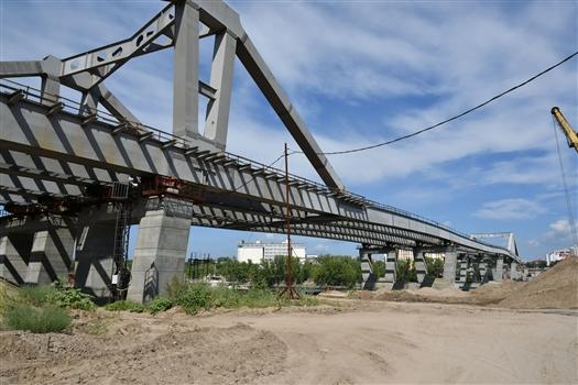 Фрунзенский мост уже наполовину готов