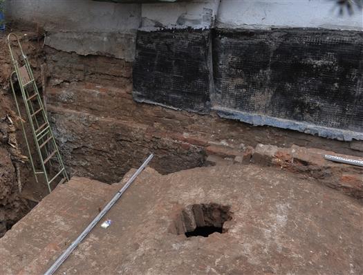 В разграбленном склепе семьи Алабиных найдены только останки дочери