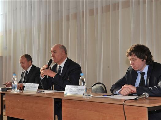 В четверг, 21 февраля, губернатор Николай Меркушкин в рамках рабочего визита в Жигулевск провел встречу с председателями ТСЖ, руководителями управляющих компаний и старшими по дому