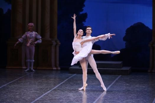 На фото солисты Мариинского театра Владимир Шкляров и Мария Ширинкина