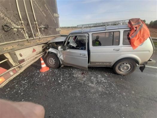 В Сергиевском районе ВАЗ-213100 въехал под грузовик