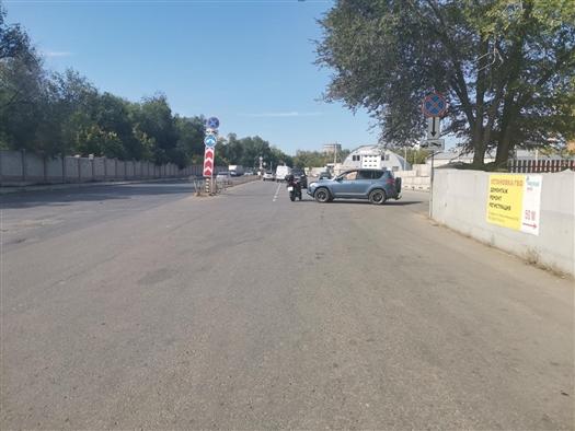 Toyota RAV4, выезжавший с автодрома, нарушил ПДД и сбил мотоциклиста