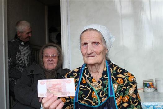 Мошенники давали соцпомощь фальшивыми купюрами, забирая сдачу подлинными