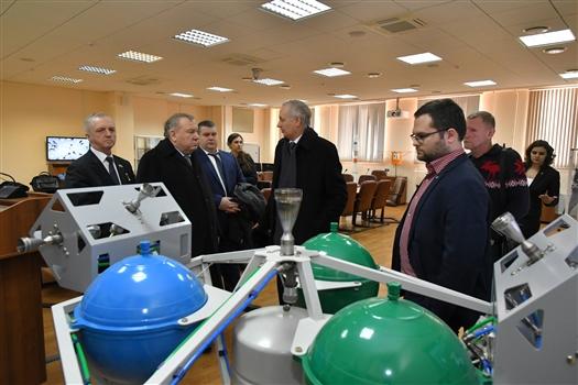 Владимир Шаманов ознакомился с инновационными разработками Самарского университета