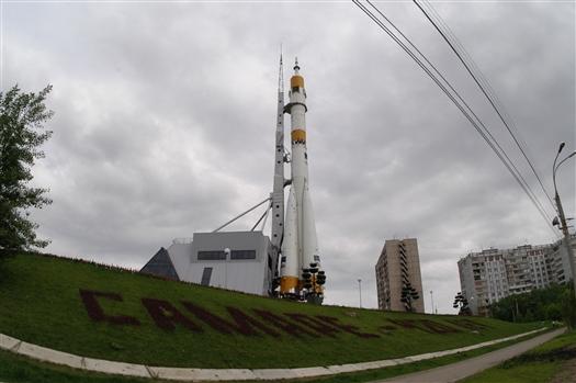 Скульптуру космонавта на площади имени Дмитрия Козлова забрали на реставрацию