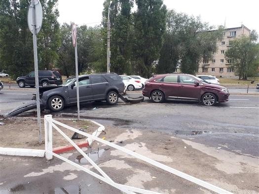 В массовом ДТП в Тольятти пострадал один человек