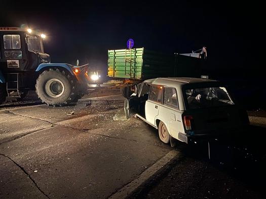 Под Самарой столкнулись трактор и легковушка