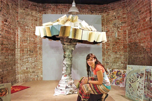 «В Толстого вбили гвозди!!», - возмущались филологи внушительной инсталляцией Фрола Веселого в виде ядерного гриба из книг