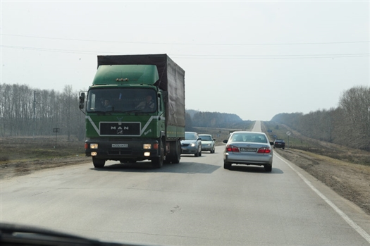 Автомобильные дороги общего пользования федерального значения, включенные в перечень, закрепляются на праве оперативного управления за ФГУ