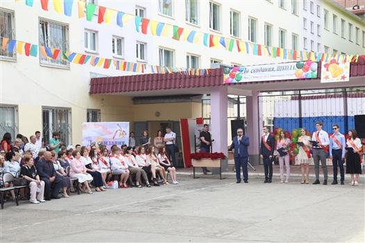 Для 83 выпускников самарской школы №6 прозвенел последний звонок
