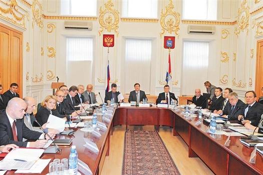Руководители подразделений мэрии и главы районов города обсудили первоочередные вопросы за одним столом.