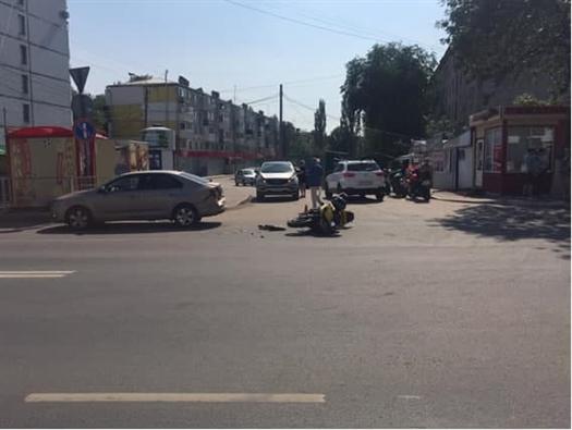 Два человека пострадали в ДТП с мотоциклом в Самаре