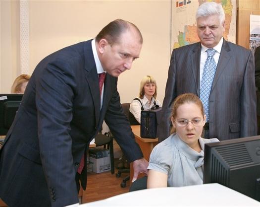 Владимир Артяков ознакомился в областном Росстате с ходом переписи в регионе