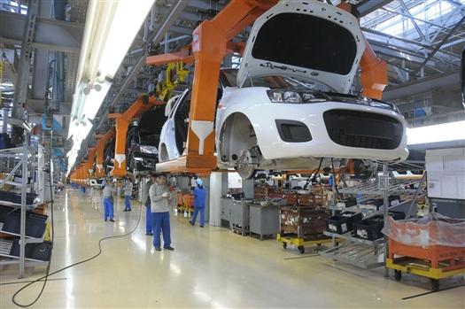 В июне АвтоВАЗ ввел дни простоя для трех сборочных конвейеров