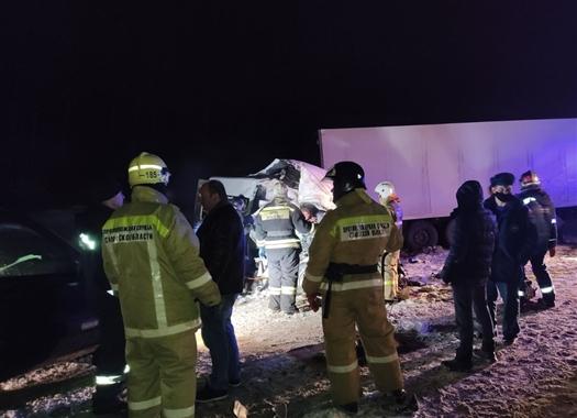 Пять человек погибли в ДТП с автобусом и грузовиком в Самарской области