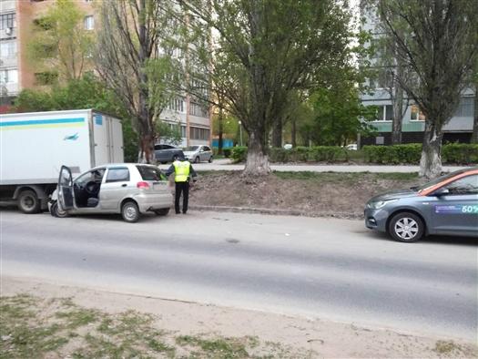 В Тольятти водитель Daewoo врезался в три припаркованных машины