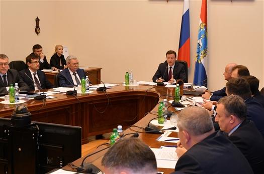 Дмитрий Азаров поручил главам министерств усилить работу по исполнению областного бюджета