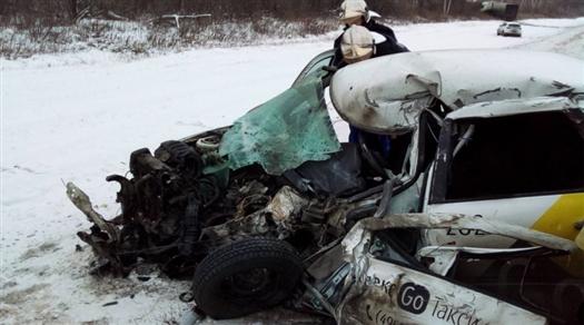 Водитель Lada Granta погиб в ДТП с двумя легковушками и грузовиком