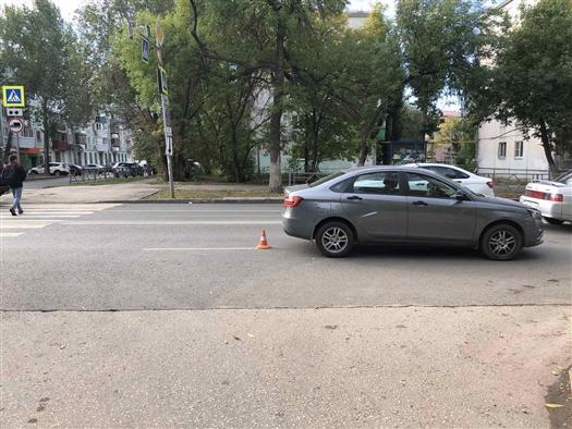 В Самаре Lada Vesta сбила мужчину с собачкой
