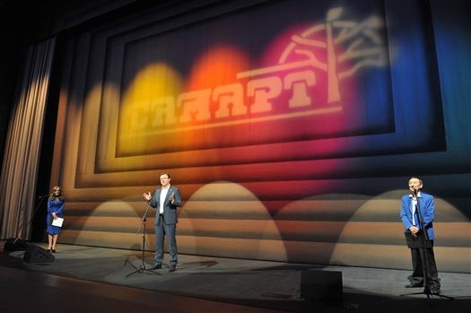 Дмитрий Азаров поздравил коллектив СамАрта с открытием новой уникальной сцены