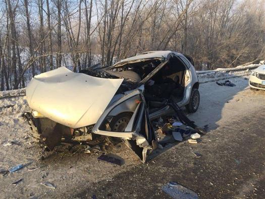 Водитель Lada Kalina столкнулся с фурой и выжил
