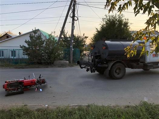 """В Самаре мужчина на мотоцикле """"Ява"""" врезался в ГАЗ"""