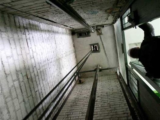В строящемся девятиэтажном доме, который должен стать общежитием ПГСГА, в шахте лифта было найдено тело мужчины