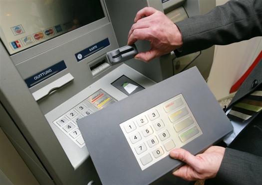 Два болгарина скопировали в банкоматах Самары коды почти к 1,5 тыс. картам