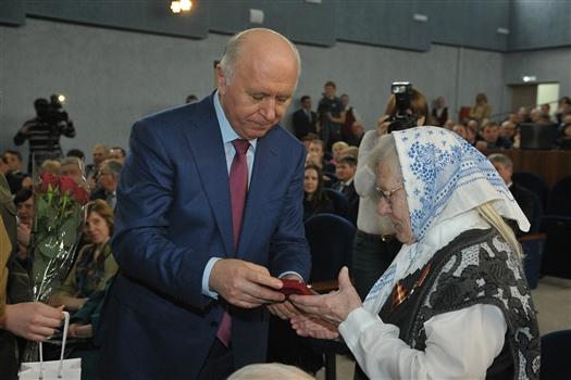 Николай Меркушкин посетил дом ветеранских и общественных организаций Безенчукского района