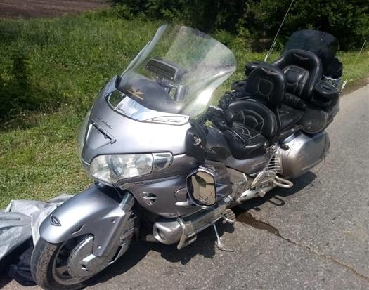 Под Самарой водитель Ford врезался в мотоцикл