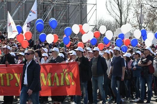 В шествии на площади Куйбышева приняли участие около 20 тыс. человек
